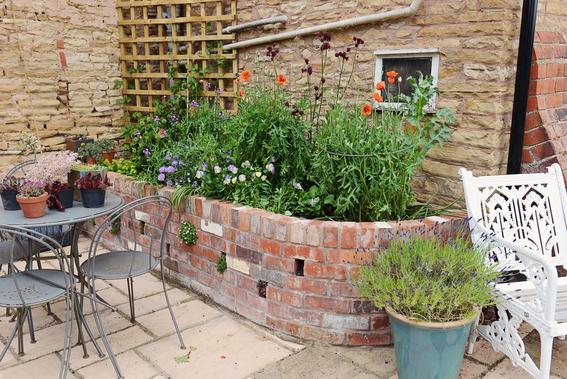 residential and commercial gardens - Geoffrey Urch Landscaping